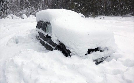 How to Survive Being Snowbound in Your Car